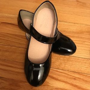 Shoes - ⭐️Sale⭐️Brand new black patent Mary Janes